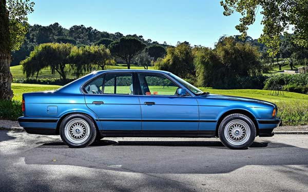 Фото BMW 5-series Touring  (2000-2003)