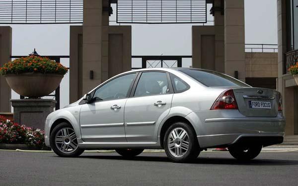 Фото Ford Focus Sedan  (2004-2007)
