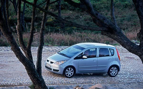 Фото Mitsubishi Colt  (2003-2008)