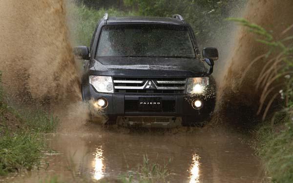Фото Mitsubishi Pajero  (2006-2011)