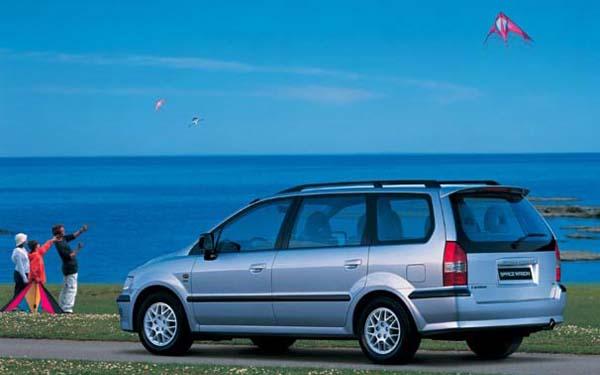 Фото Mitsubishi Space Wagon