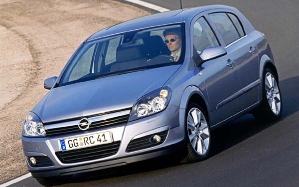 Фото Opel Astra  (2004-2015)