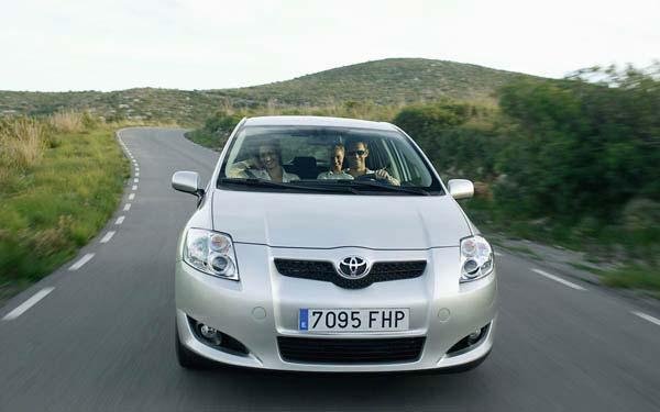 Фото Toyota Auris  (2007-2010)