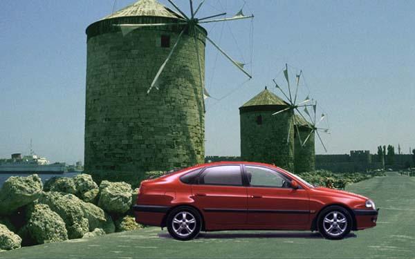 Фото Toyota Avensis Liftback  (1997-2000)
