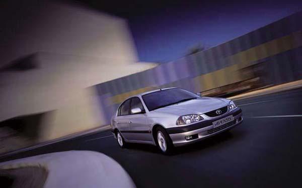Фото Toyota Avensis  (2000-2002)