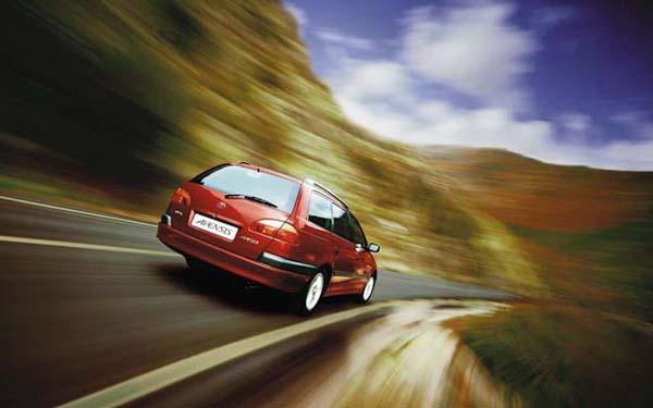 Фото Toyota Avensis Wagon  (2000-2002)