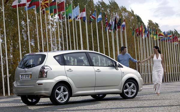 Фото Toyota Corolla Verso