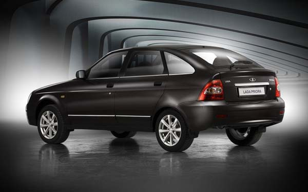 Фото Lada Priora Hatchback  (2008-2012)