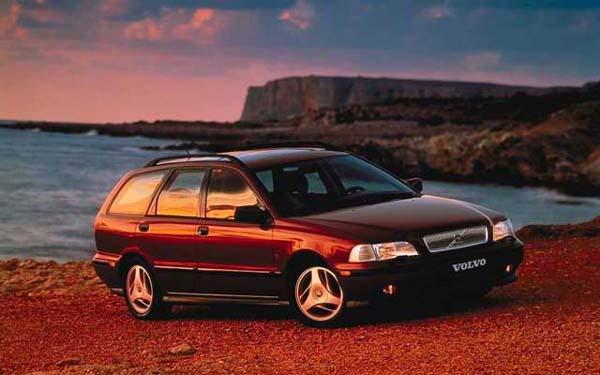 Фото Volvo V40  (1995-1999)