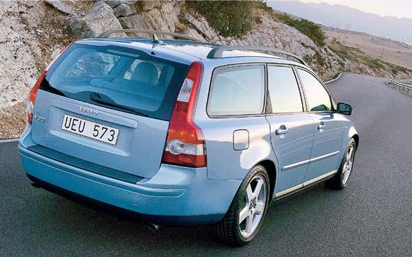 Фото Volvo V50  (2004-2007)