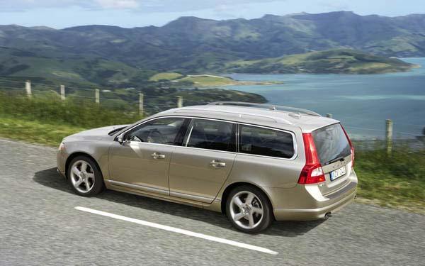 Фото Volvo V70  (2007-2013)
