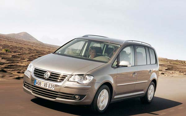 Фото Volkswagen Touran  (2007-2010)